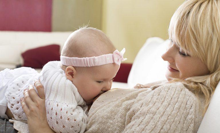 شیر مادر و نوزاد و مادر